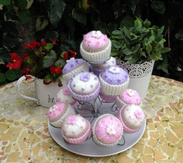 Knitted Cupcakes Including Stand