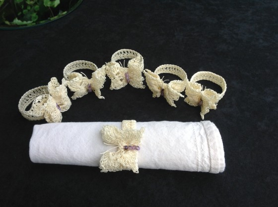 crocheted-lace-napkin-rings