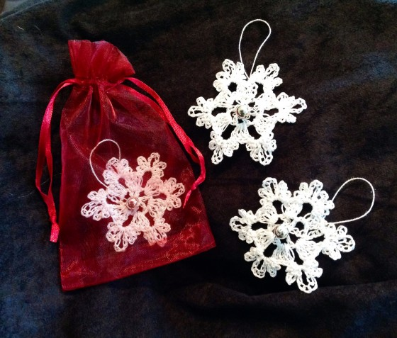 crocheted-snowkflakes-1