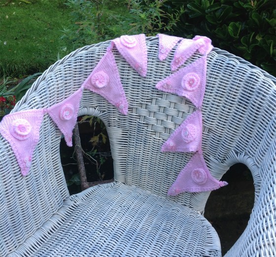 knitted-bunting-pink