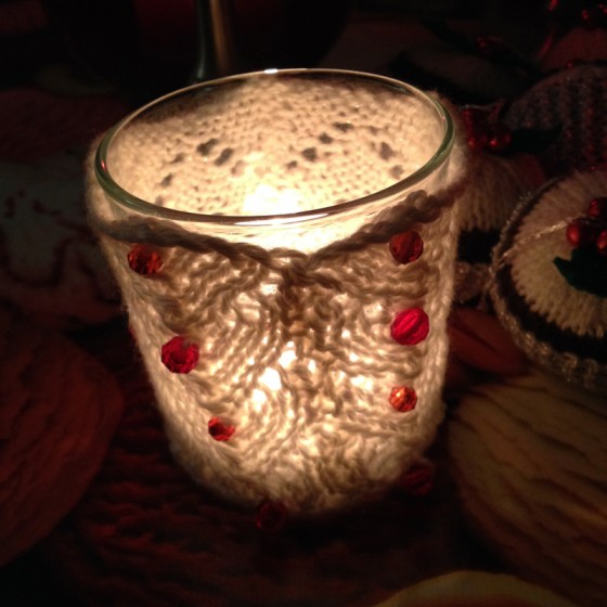 knitted-candle-cosie-2