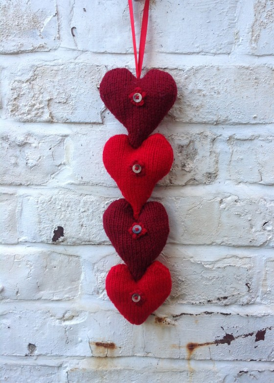 knitted-hearts-hanging