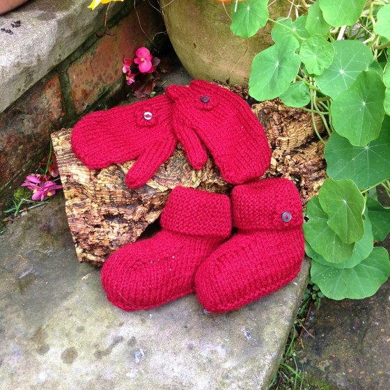 knitted-mittens-booties-red